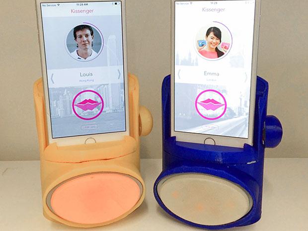 Beijo virtual, aparelho que imita lábios permite 'beijar' a distância